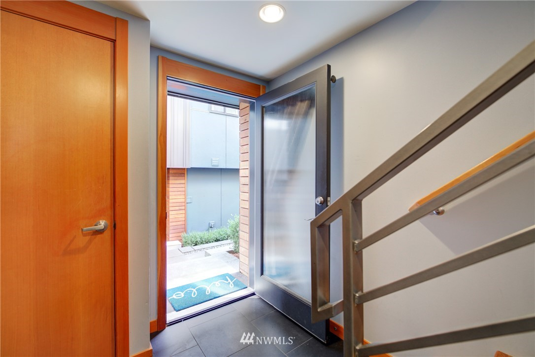 Pending | 1716 California Avenue SW #A Seattle, WA 98116 2