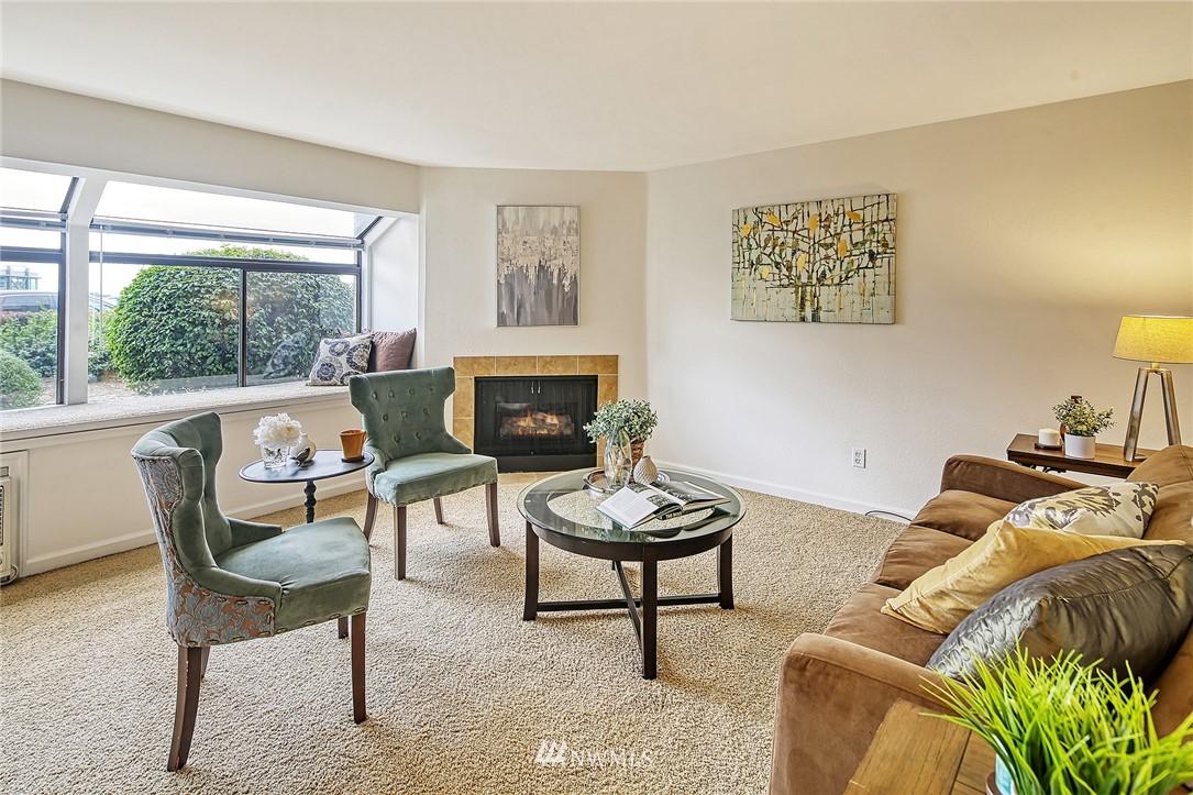 Pending | 150 Melrose Avenue E #106 Seattle, WA 98102 2
