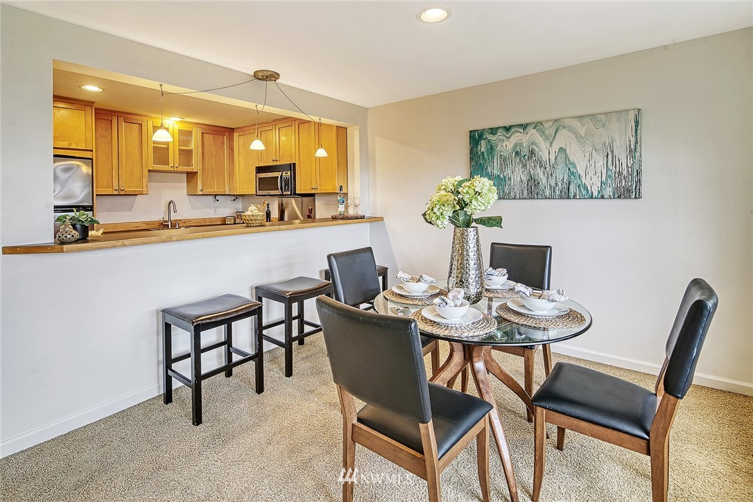 Pending | 150 Melrose Avenue E #106 Seattle, WA 98102 9