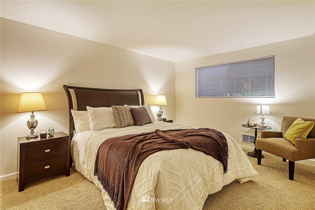 Pending | 150 Melrose Avenue E #106 Seattle, WA 98102 13