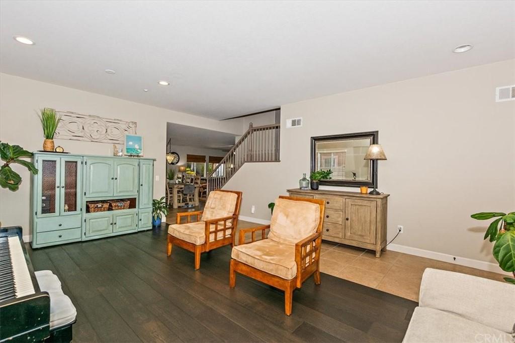 Active   15464 Spruce Tree Way Fontana, CA 92336 10
