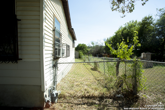 Pending   1666 Rigsby Ave San Antonio, TX 78210 4