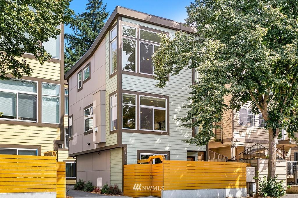Pending | 12016 15th Avenue NE Seattle, WA 98125 0
