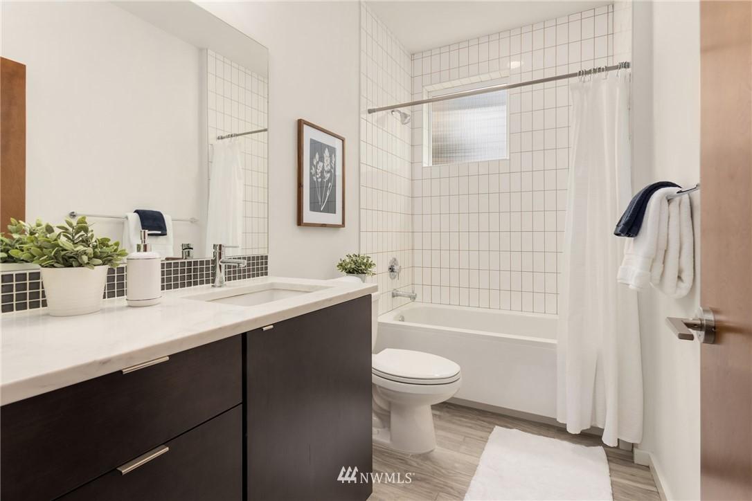 Sold Property | 2605 22nd Avenue W #B Seattle, WA 98199 17