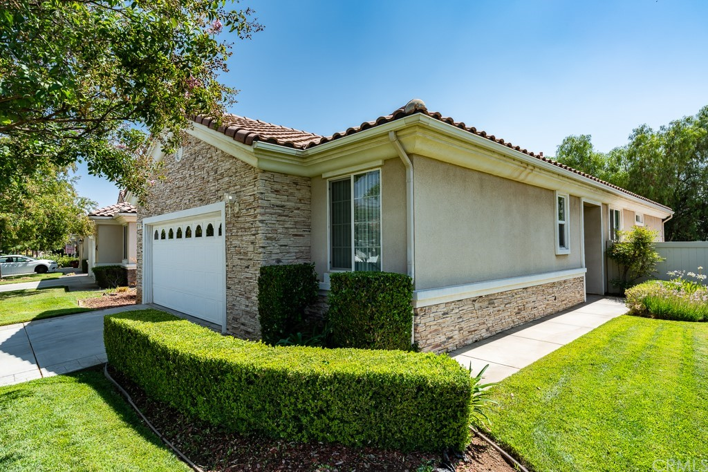 ActiveUnderContract | 997 Blackhawk Drive Beaumont, CA 92223 4