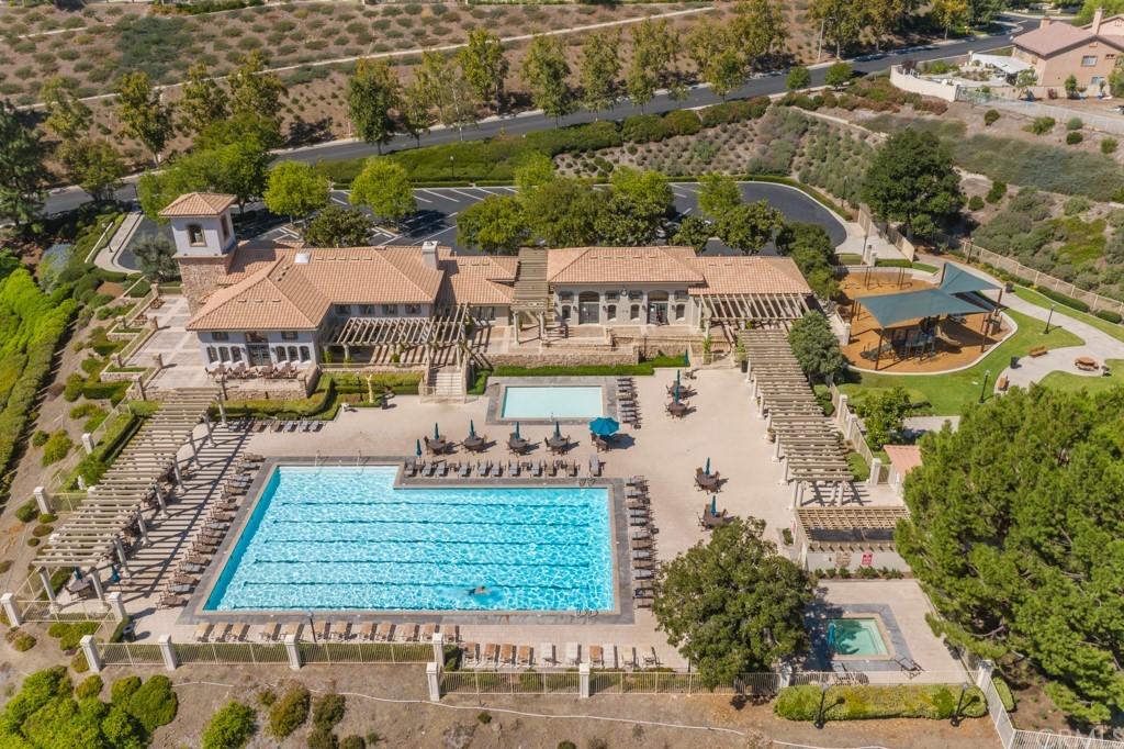 Active   2 Villa Roma Lake Elsinore, CA 92532 12
