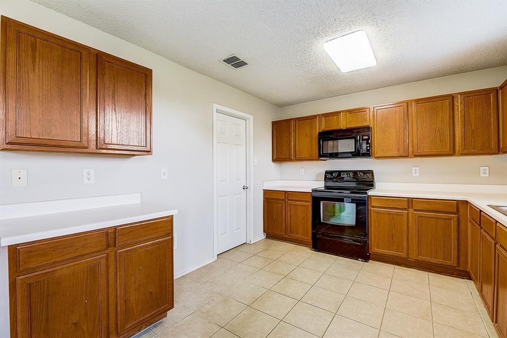 Pending   1729 Creek Bend Lane Little Elm, Texas 75068 25