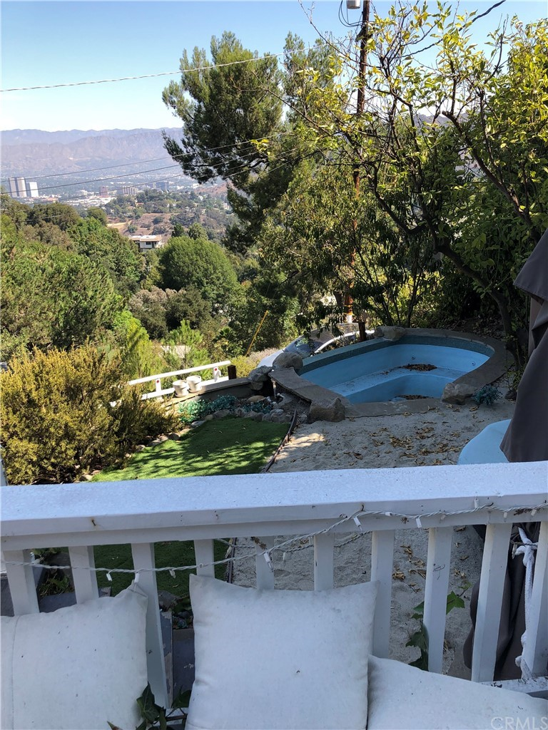 ActiveUnderContract | 7342 Pacific View Dr Los Angeles, CA 90068 0