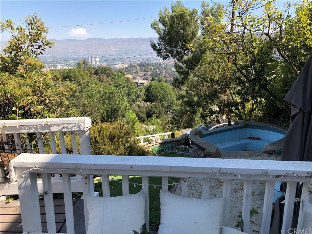 ActiveUnderContract | 7342 Pacific View Dr Los Angeles, CA 90068 3