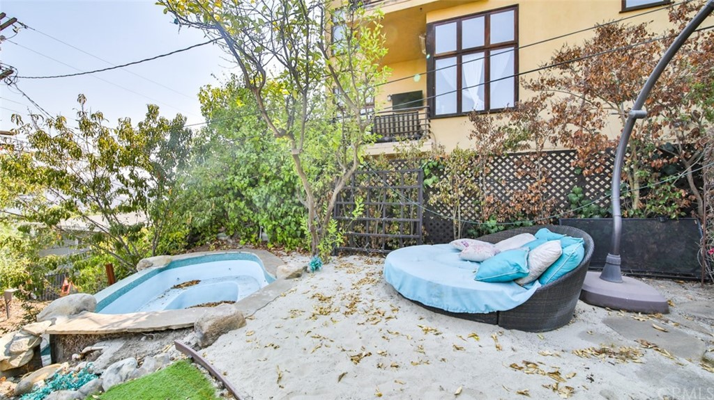 ActiveUnderContract | 7342 Pacific View Dr Los Angeles, CA 90068 66