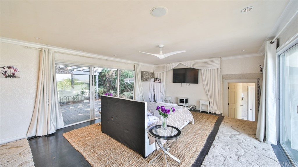 ActiveUnderContract | 7342 Pacific View Dr Los Angeles, CA 90068 26