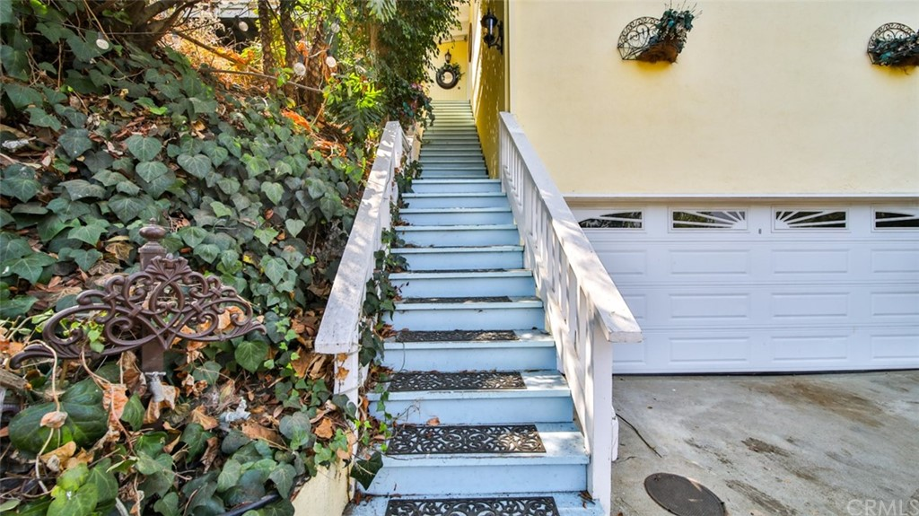 ActiveUnderContract | 7342 Pacific View Dr Los Angeles, CA 90068 36