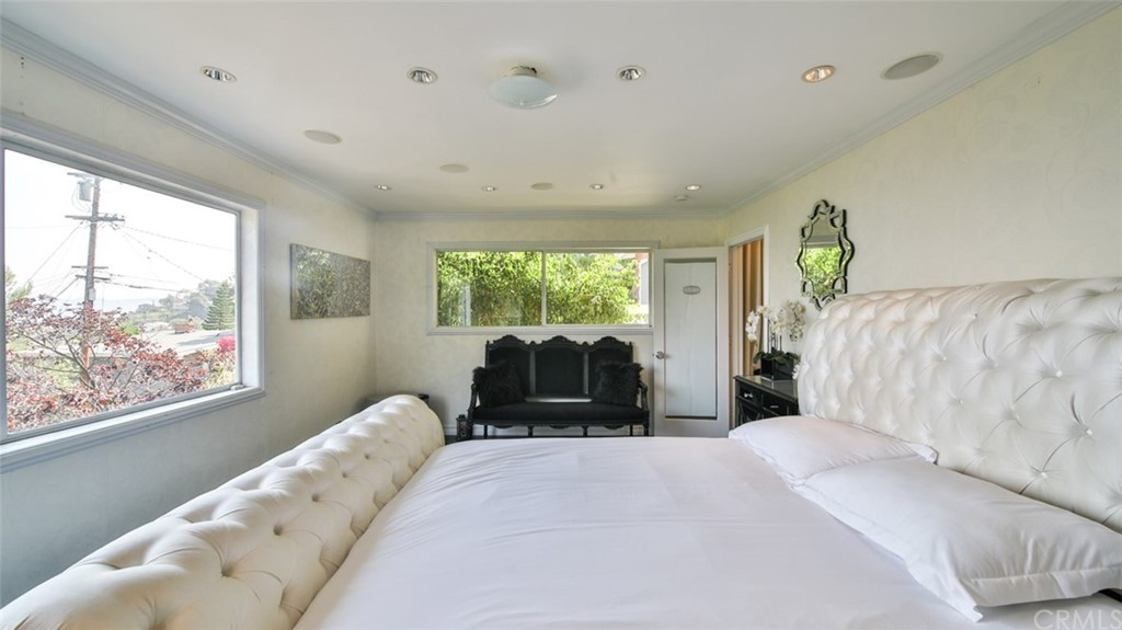 ActiveUnderContract | 7342 Pacific View Dr Los Angeles, CA 90068 17