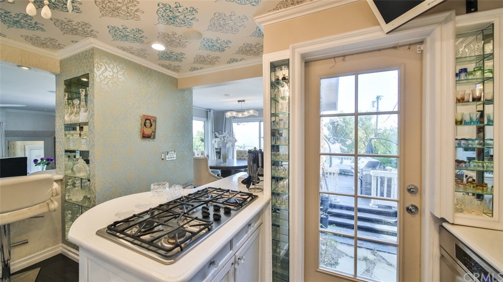 ActiveUnderContract | 7342 Pacific View Dr Los Angeles, CA 90068 54