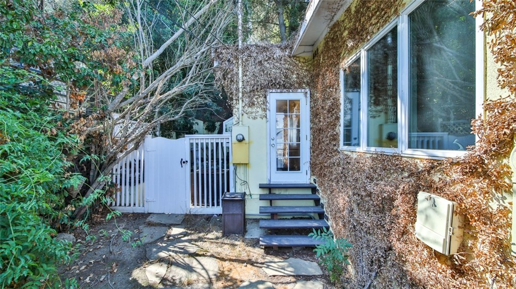 ActiveUnderContract | 7342 Pacific View Dr Los Angeles, CA 90068 35
