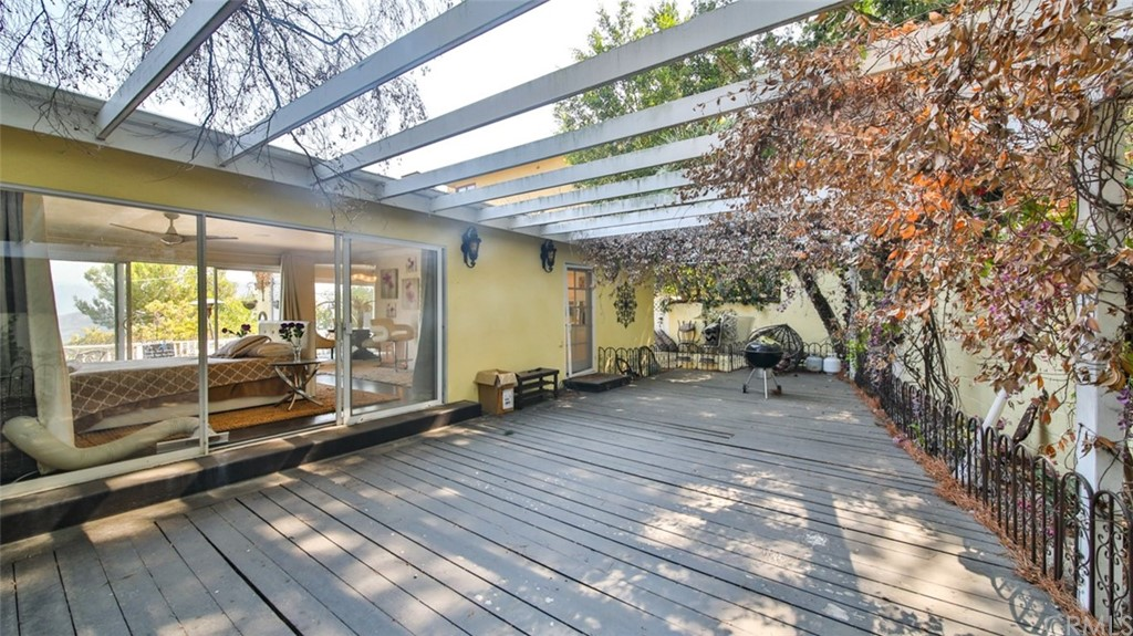 ActiveUnderContract | 7342 Pacific View Dr Los Angeles, CA 90068 32