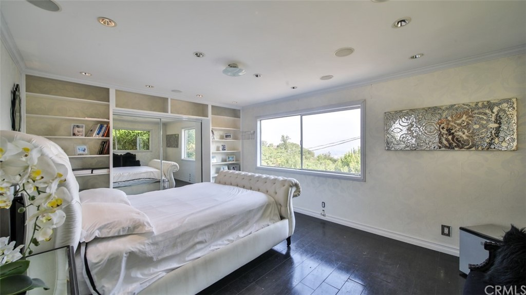 ActiveUnderContract | 7342 Pacific View Dr Los Angeles, CA 90068 15