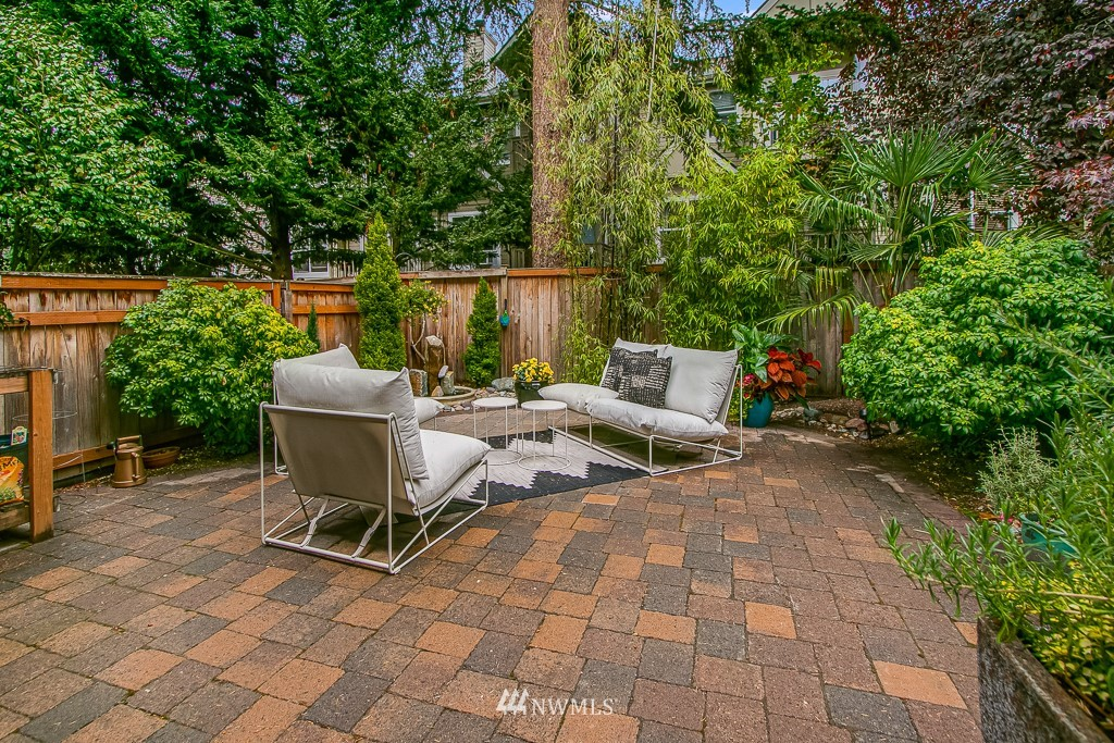 Sold Property | 12524 26th Avenue NE #A Seattle, WA 98125 5