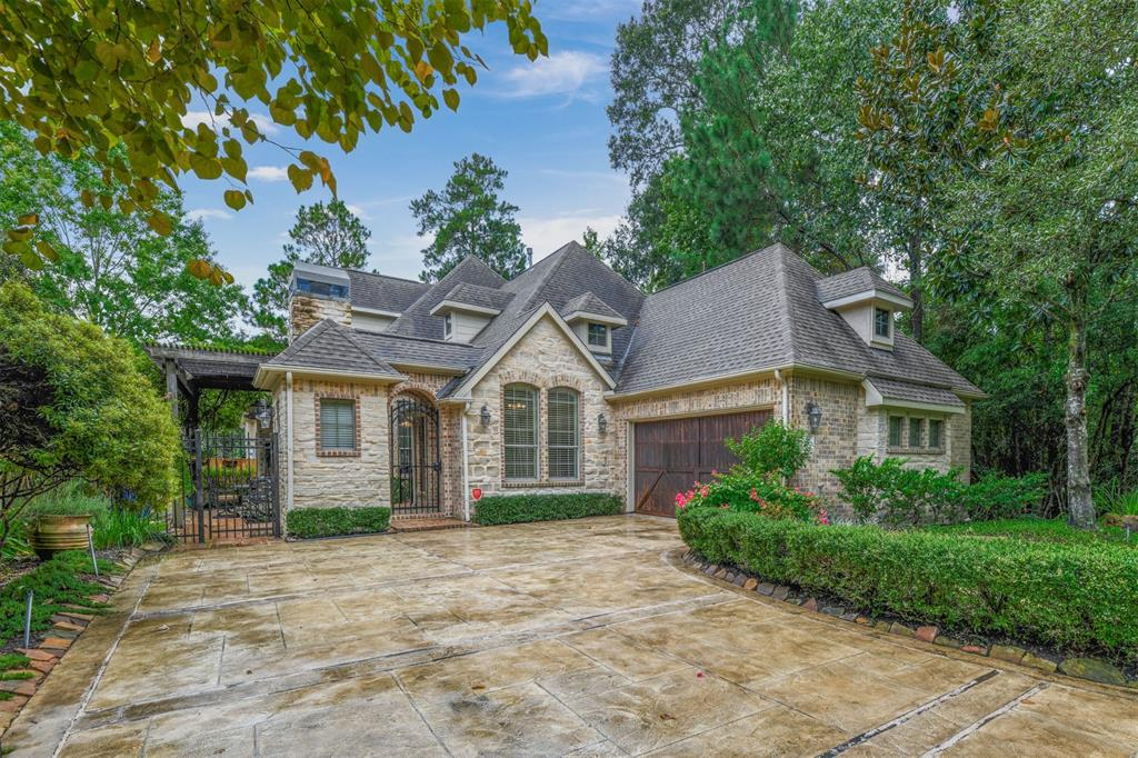 Pending   59 Columbia Crest Place Conroe, Texas 77382 1