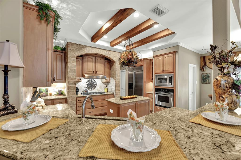 Pending   59 Columbia Crest Place Conroe, Texas 77382 15