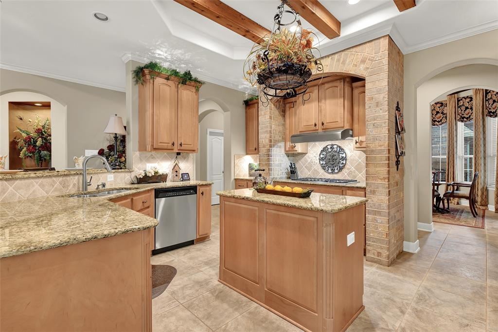 Pending   59 Columbia Crest Place Conroe, Texas 77382 17
