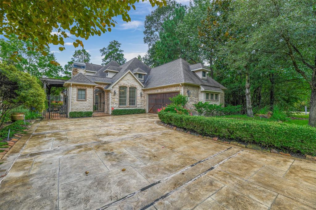 Pending   59 Columbia Crest Place Conroe, Texas 77382 2