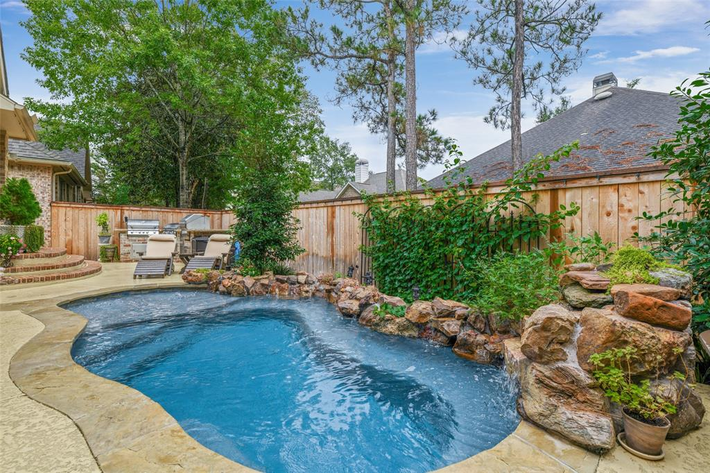 Pending   59 Columbia Crest Place Conroe, Texas 77382 25