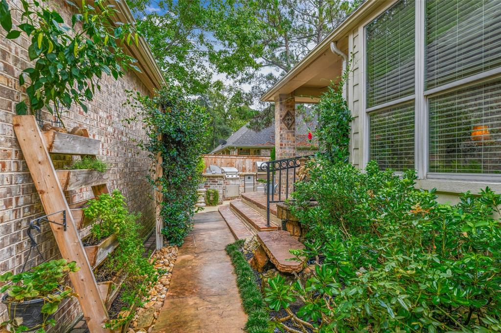 Pending   59 Columbia Crest Place Conroe, Texas 77382 26