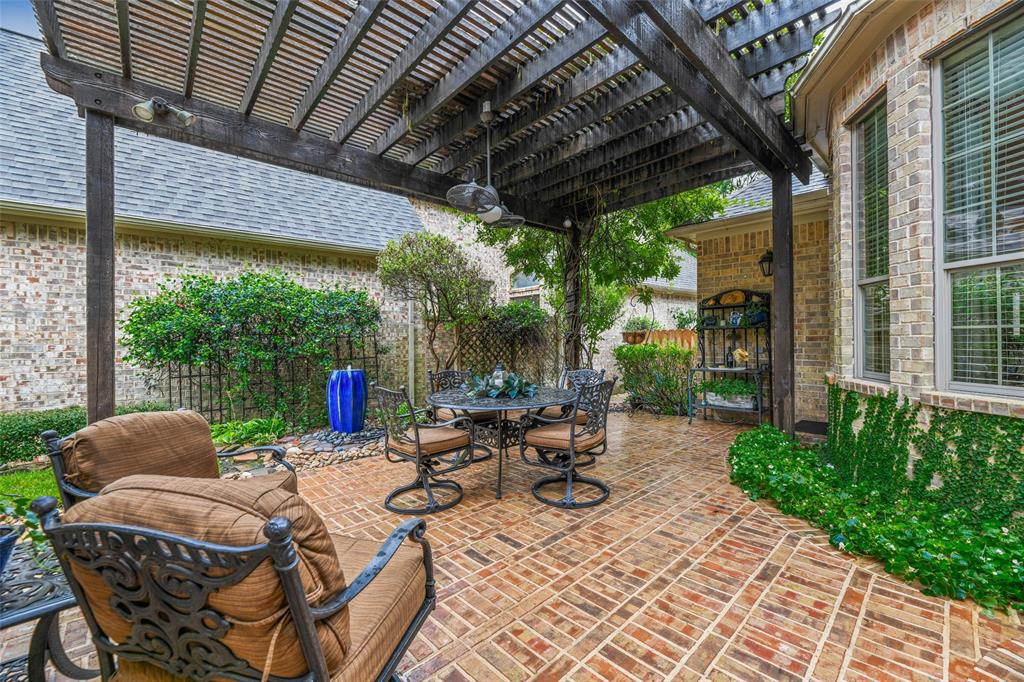 Pending   59 Columbia Crest Place Conroe, Texas 77382 27
