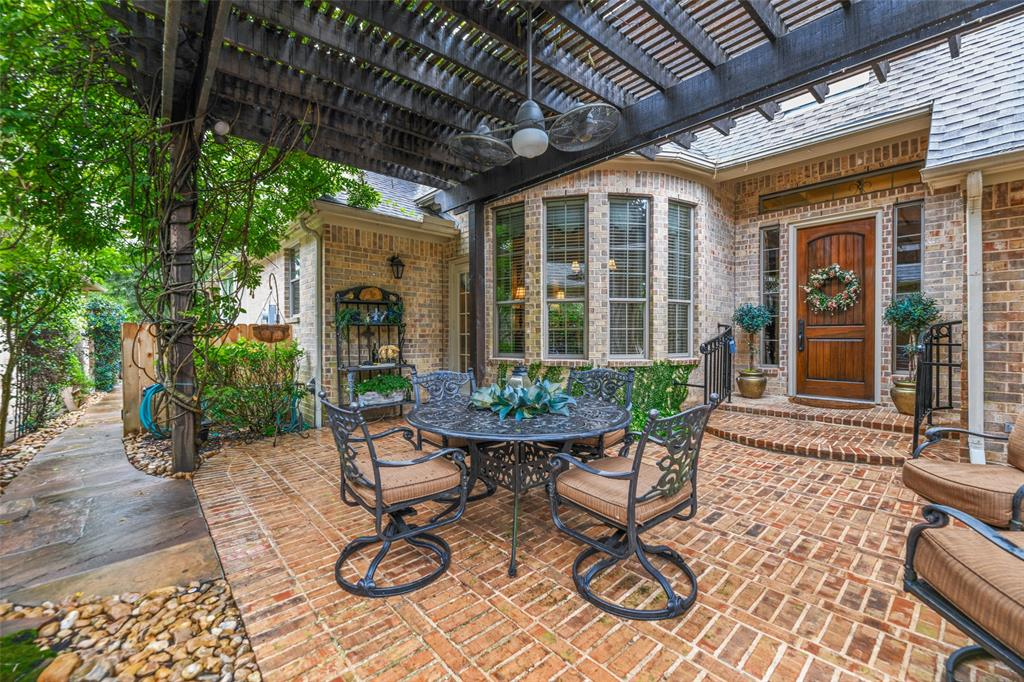 Pending   59 Columbia Crest Place Conroe, Texas 77382 28