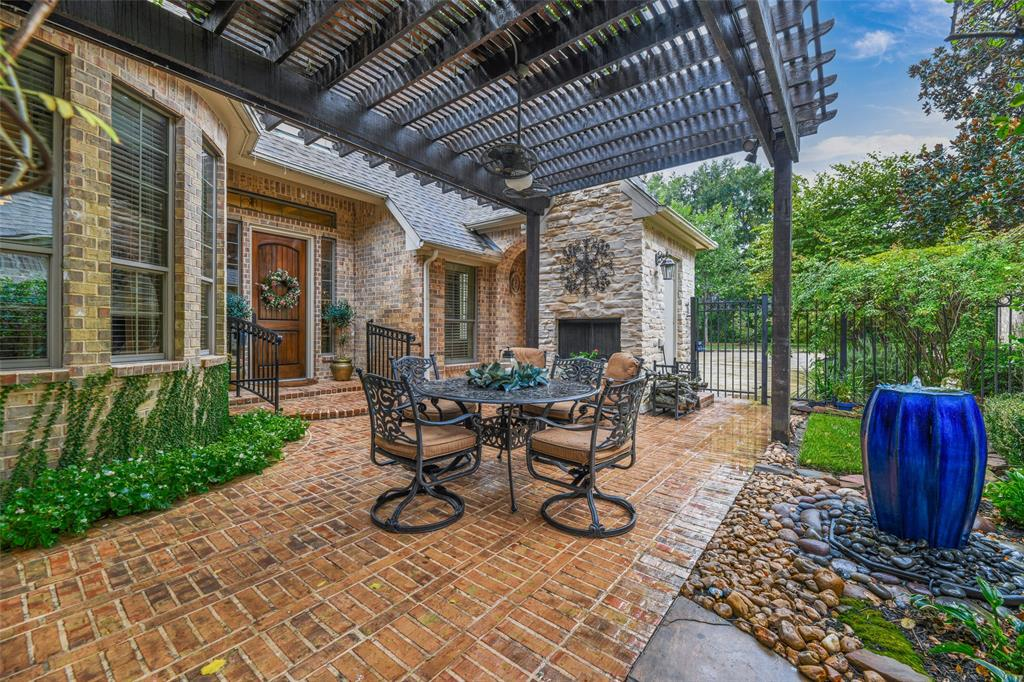 Pending   59 Columbia Crest Place Conroe, Texas 77382 29