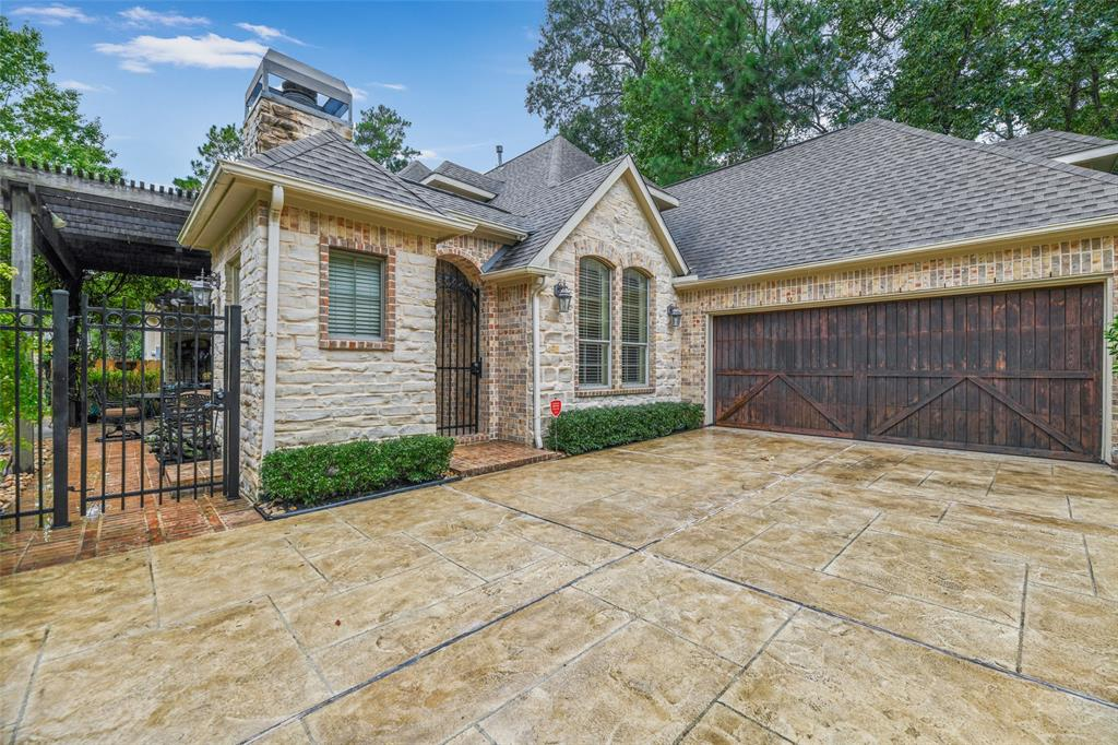 Pending   59 Columbia Crest Place Conroe, Texas 77382 4
