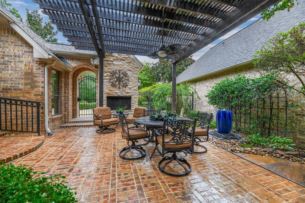 Pending   59 Columbia Crest Place Conroe, Texas 77382 45