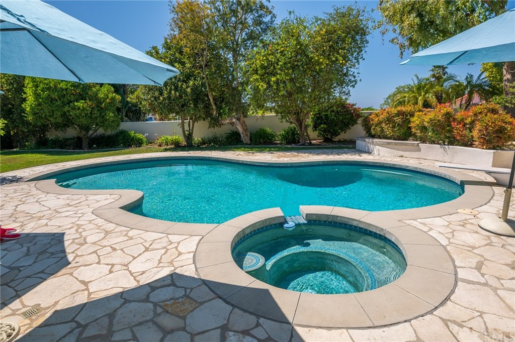 Pending   17 Country Meadow Road Rolling Hills Estates, CA 90274 50