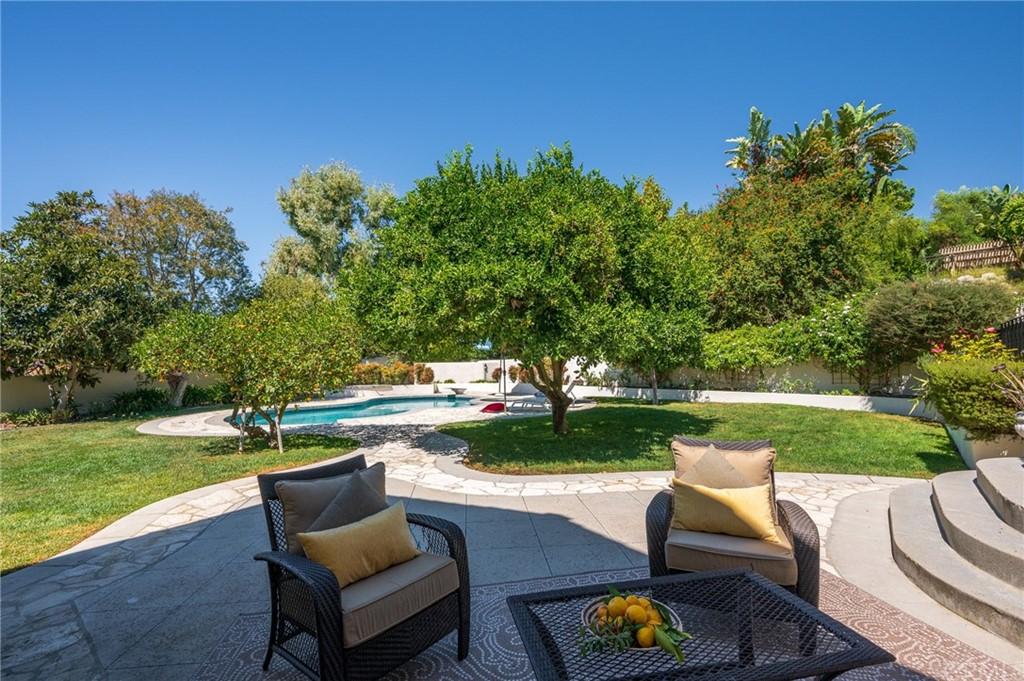 Pending   17 Country Meadow Road Rolling Hills Estates, CA 90274 44