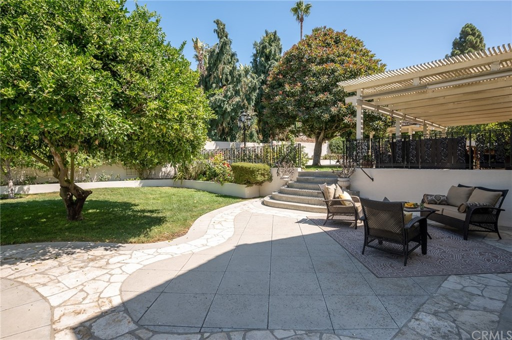 Pending   17 Country Meadow Road Rolling Hills Estates, CA 90274 46