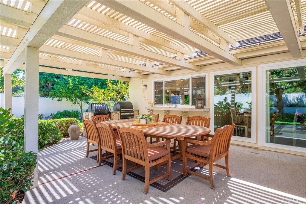 Pending   17 Country Meadow Road Rolling Hills Estates, CA 90274 40