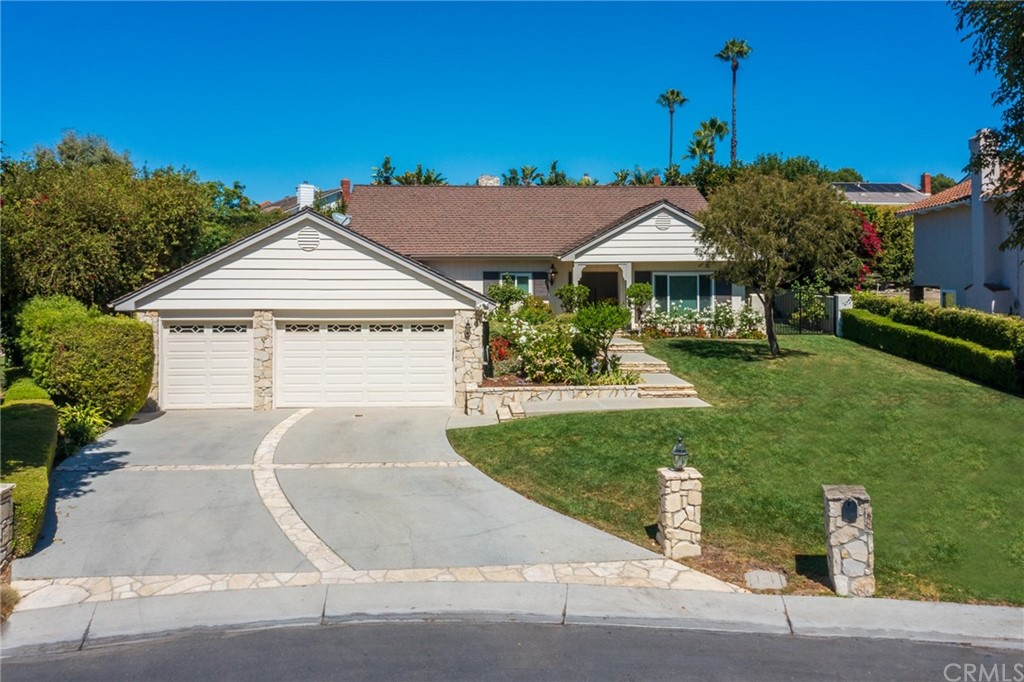 Pending   17 Country Meadow Road Rolling Hills Estates, CA 90274 1