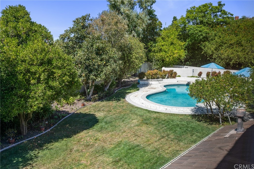 Pending   17 Country Meadow Road Rolling Hills Estates, CA 90274 45