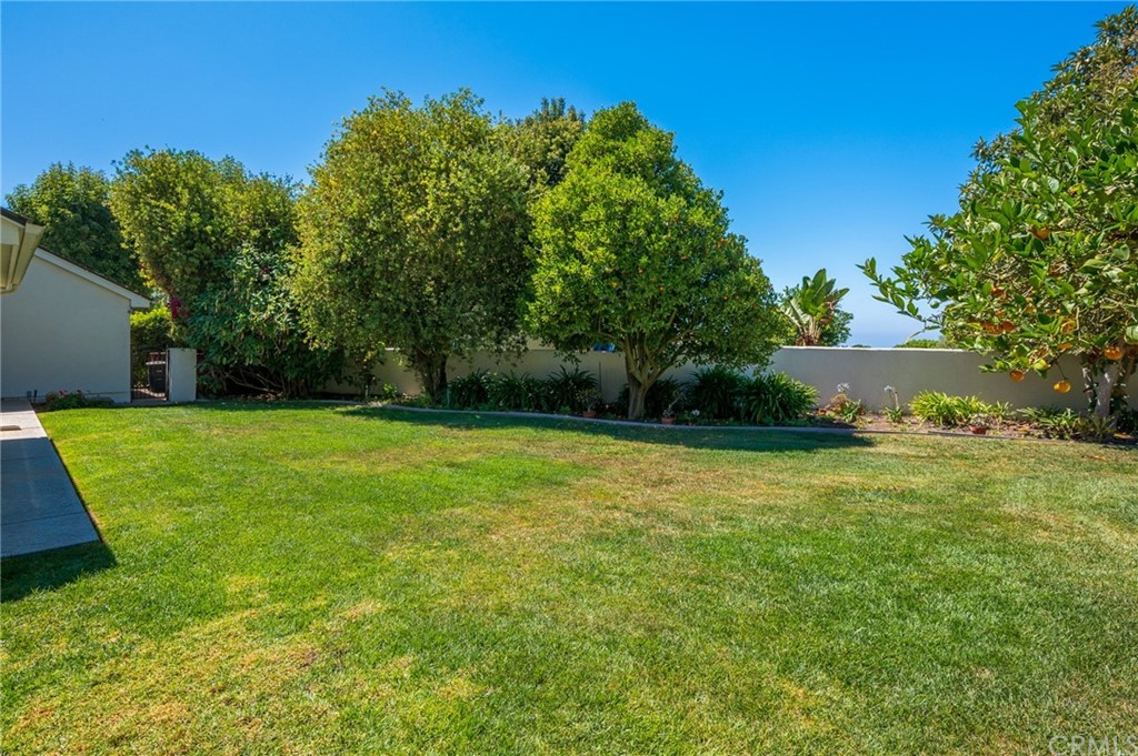 Pending   17 Country Meadow Road Rolling Hills Estates, CA 90274 47