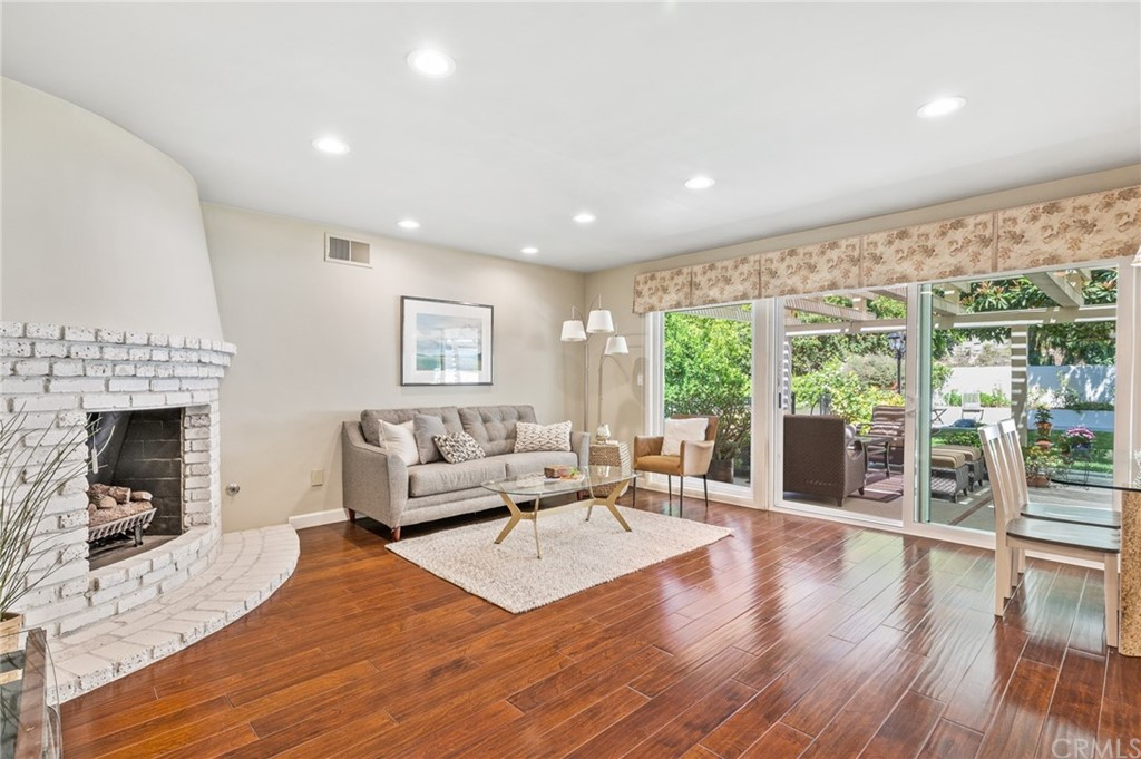 Pending   17 Country Meadow Road Rolling Hills Estates, CA 90274 31