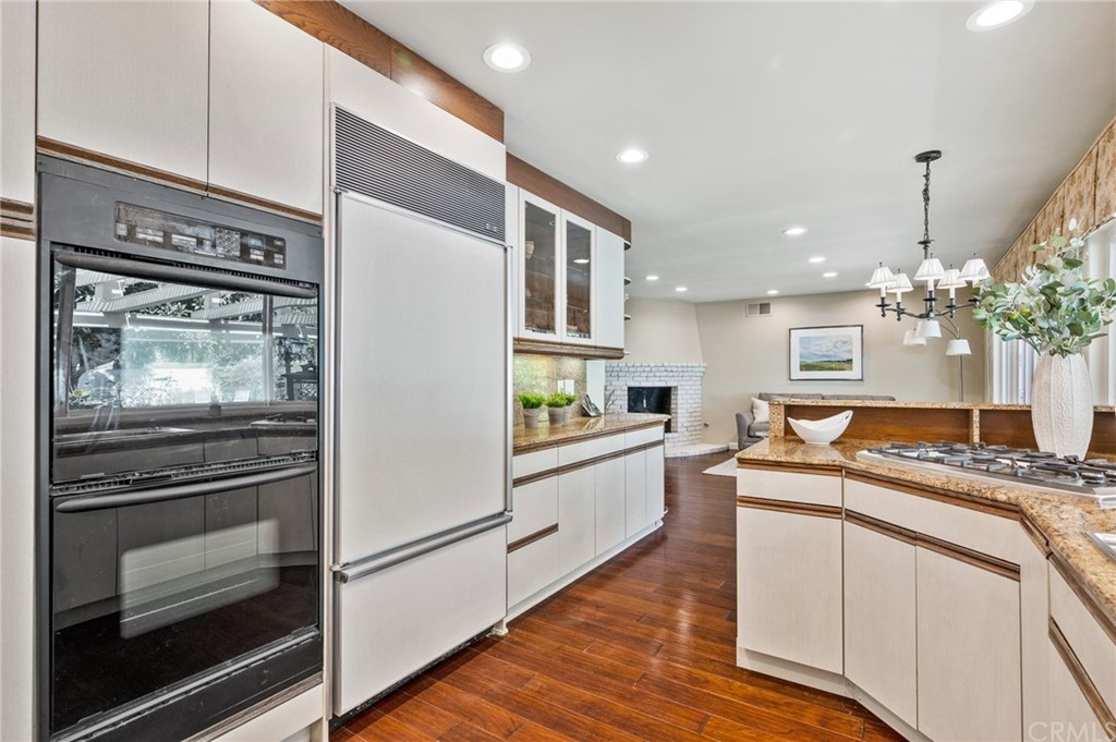 Pending   17 Country Meadow Road Rolling Hills Estates, CA 90274 37