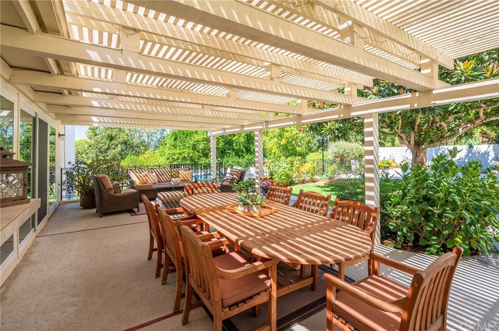 Pending   17 Country Meadow Road Rolling Hills Estates, CA 90274 38