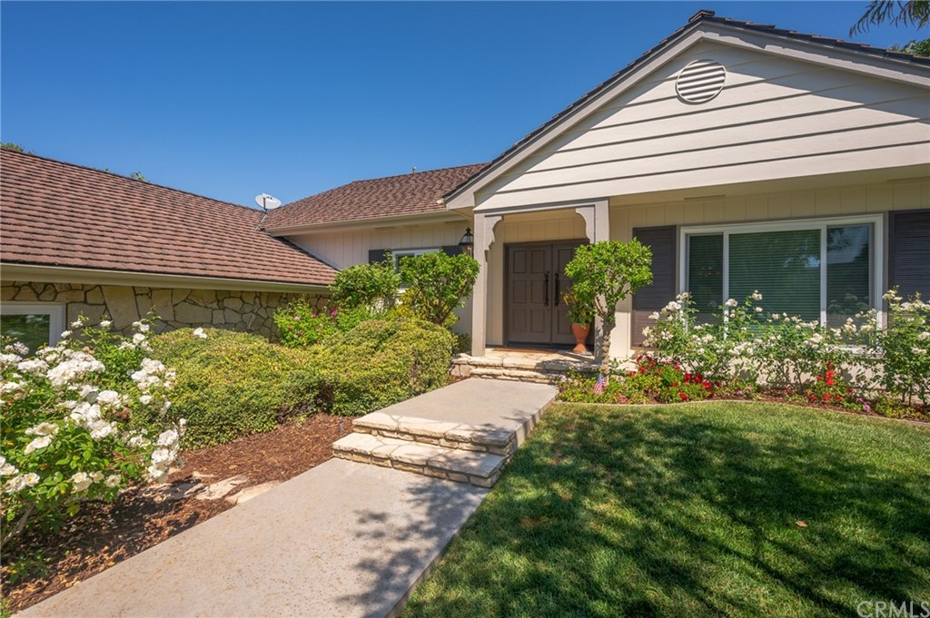 Pending   17 Country Meadow Road Rolling Hills Estates, CA 90274 3