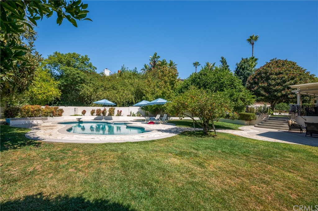 Pending   17 Country Meadow Road Rolling Hills Estates, CA 90274 0