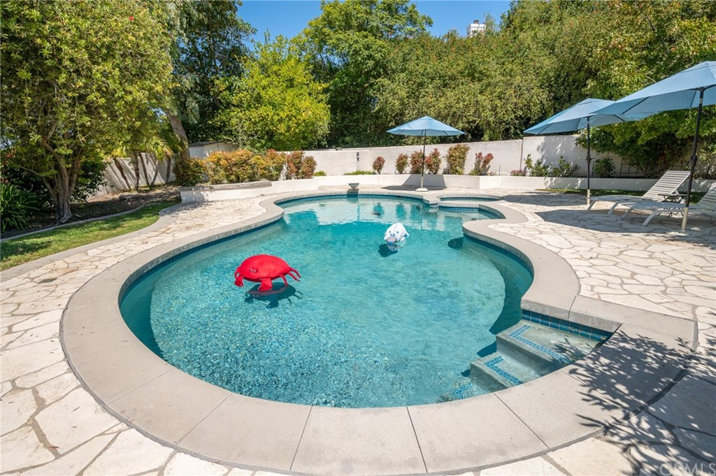 Pending   17 Country Meadow Road Rolling Hills Estates, CA 90274 48
