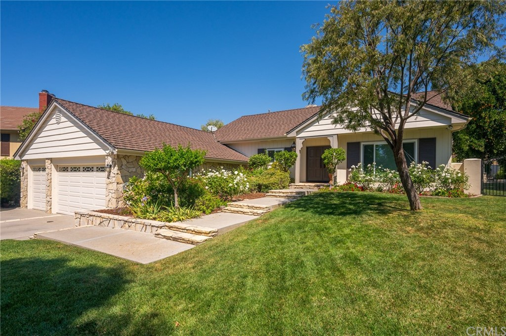 Pending   17 Country Meadow Road Rolling Hills Estates, CA 90274 2