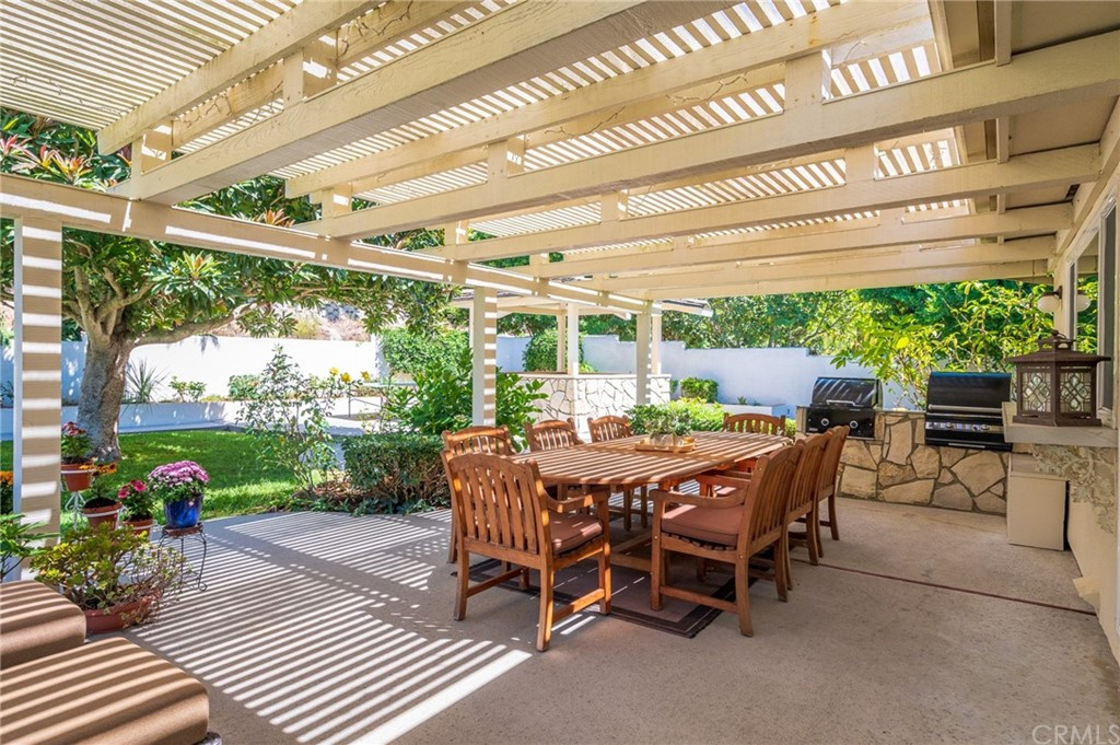 Pending   17 Country Meadow Road Rolling Hills Estates, CA 90274 39