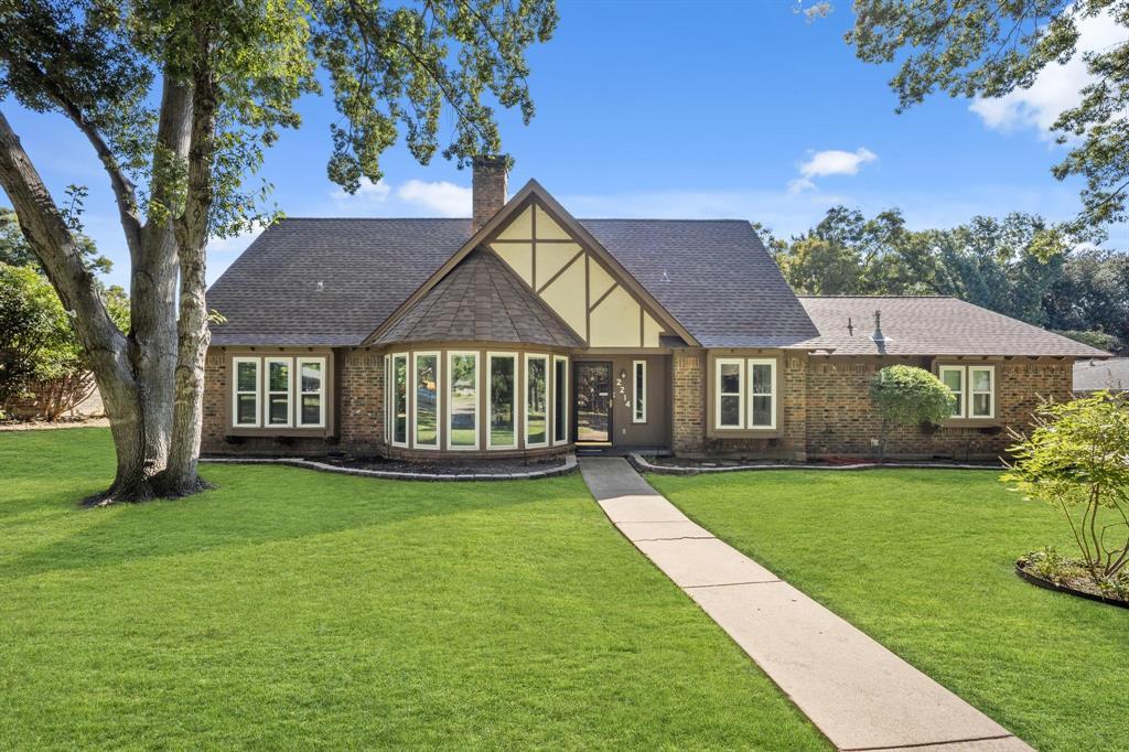 Pending   2214 Bishop Street Grand Prairie, Texas 75050 2
