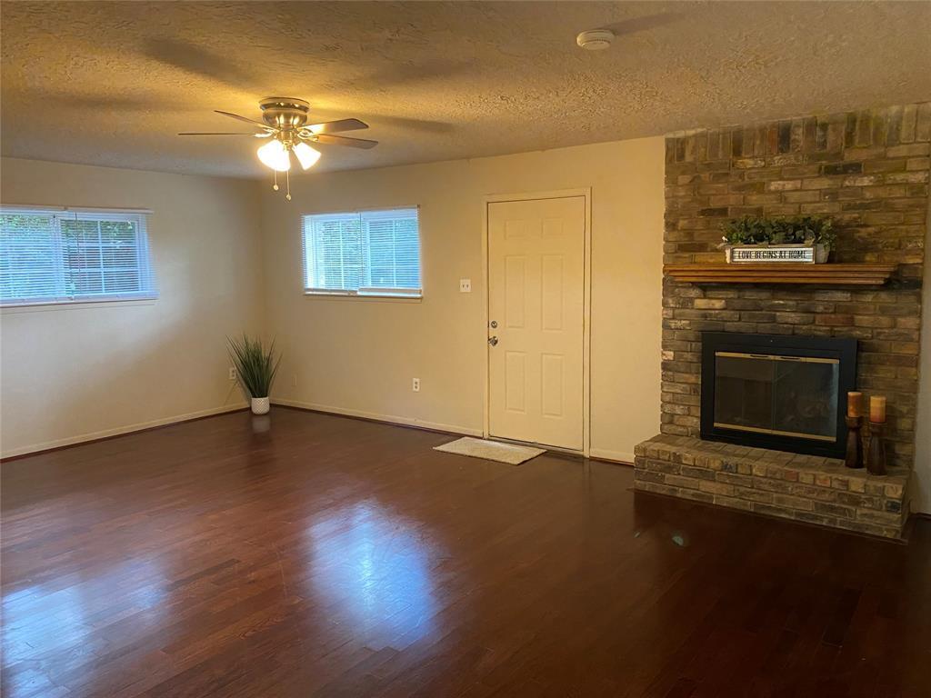 Pending | 118 Amanda Street Conroe, Texas 77304 3
